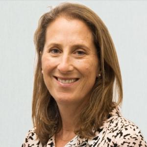 Dr. Sophie Macneil